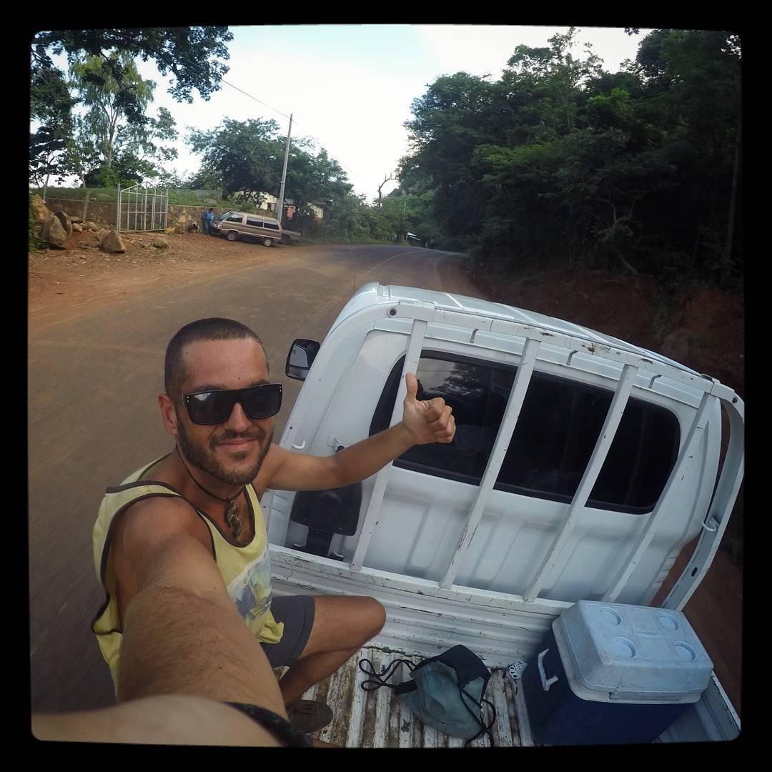 Después de 8 dias de pedaleo contínuo...El Salvador desde la pickup de Jose!!! #elsalvador #centroamerica #cicloaventuras #vueltaalmundo