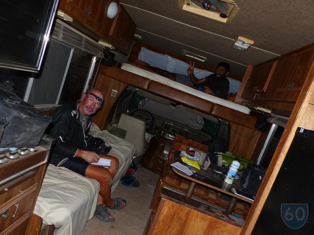 Durmiendo en la camper de Renato!
