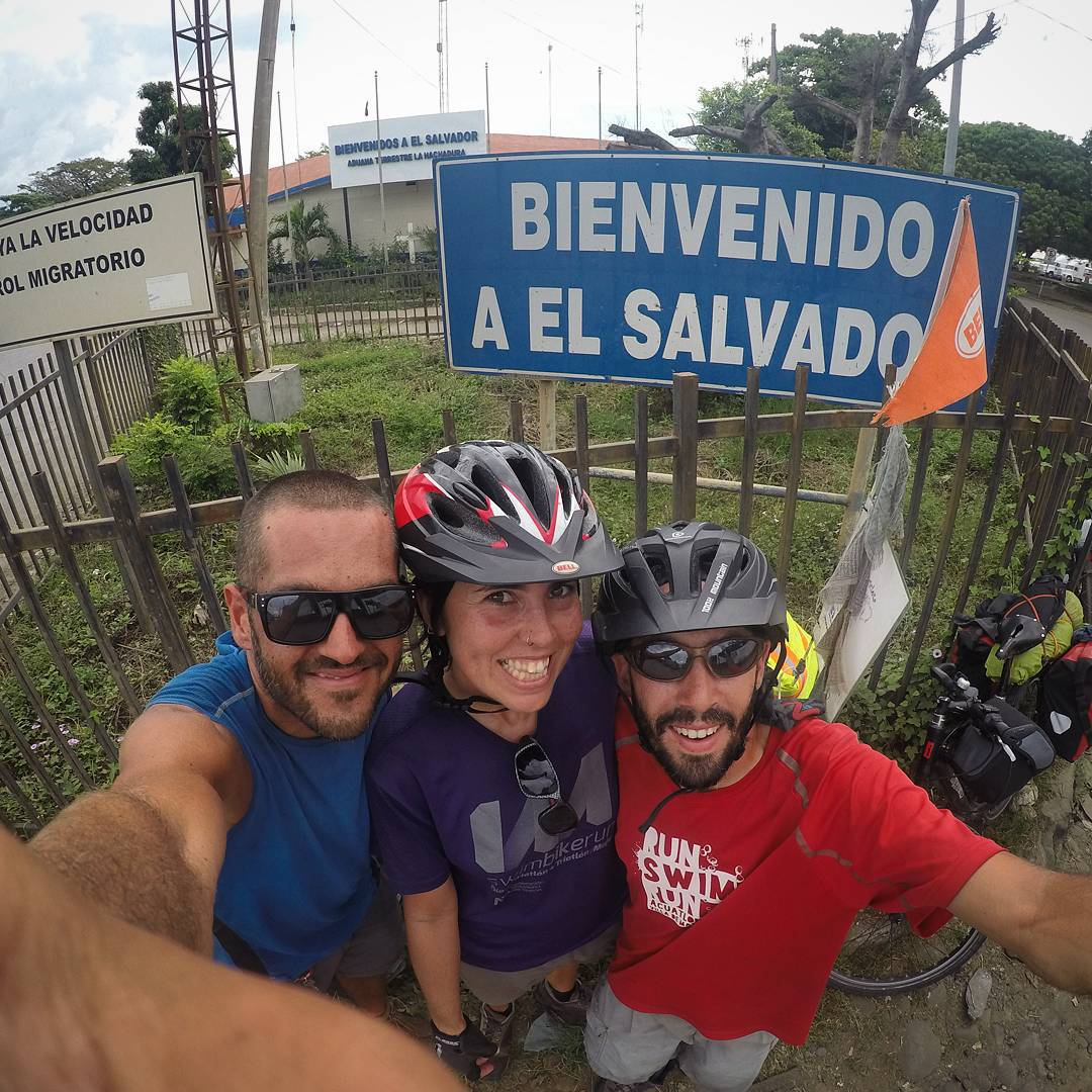 Vivir en Bicicleta + Viajando a Full www.vivirenbicicleta.com & viajandoafull.wordpress.comDani, Ana & Adri¡¡¡¡El Salvador!!!!